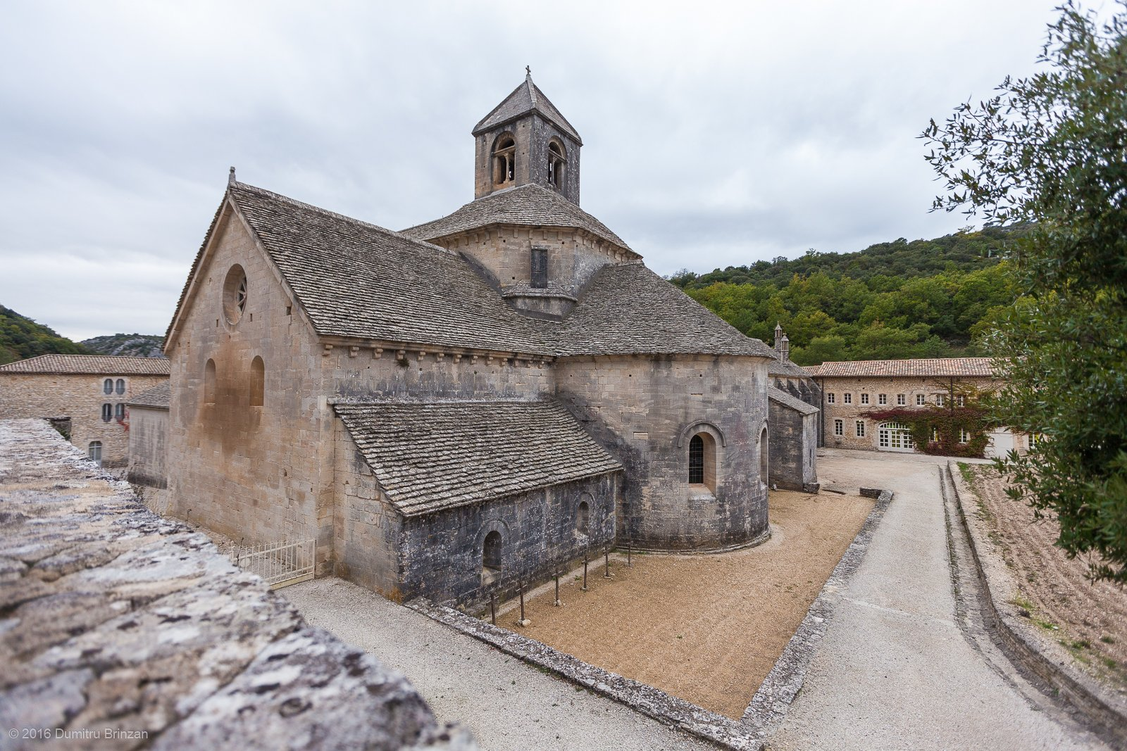 senanque-abbey-provence-france-10