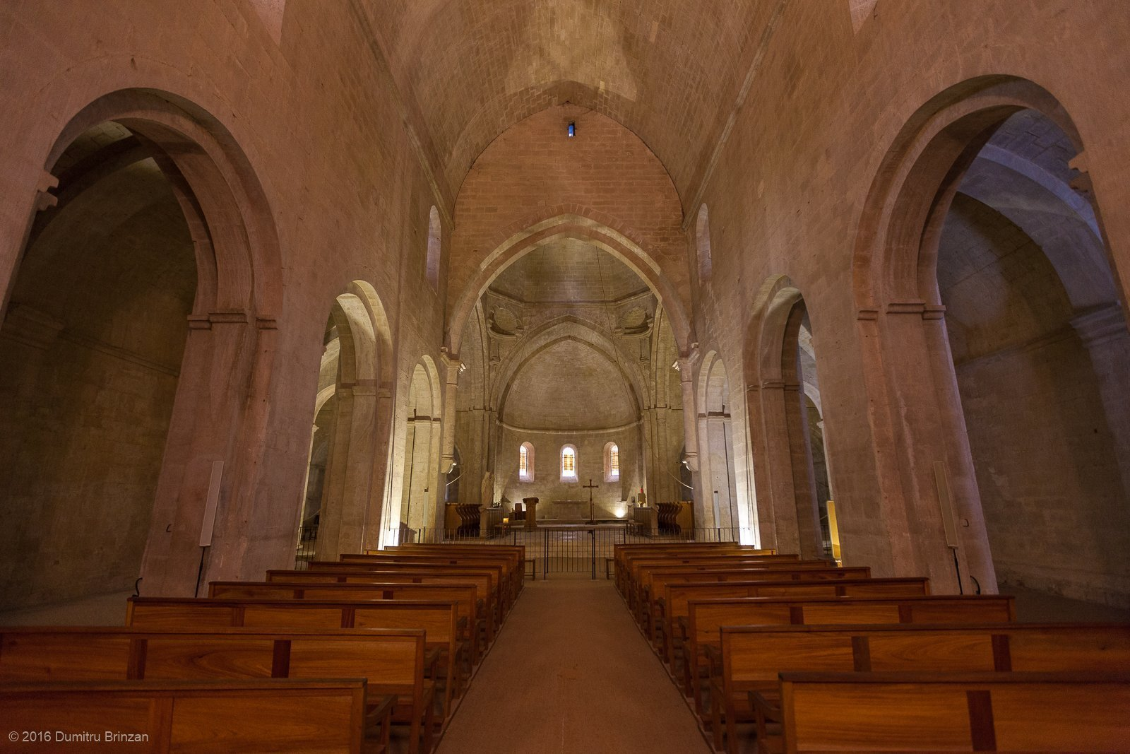 senanque-abbey-provence-france-12