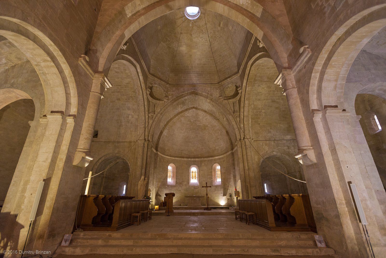 senanque-abbey-provence-france-13