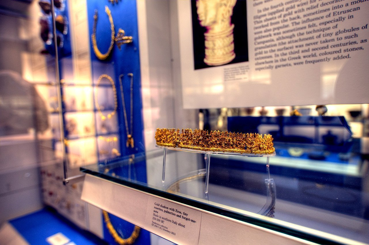 Gold diadem over 2.000 years old.