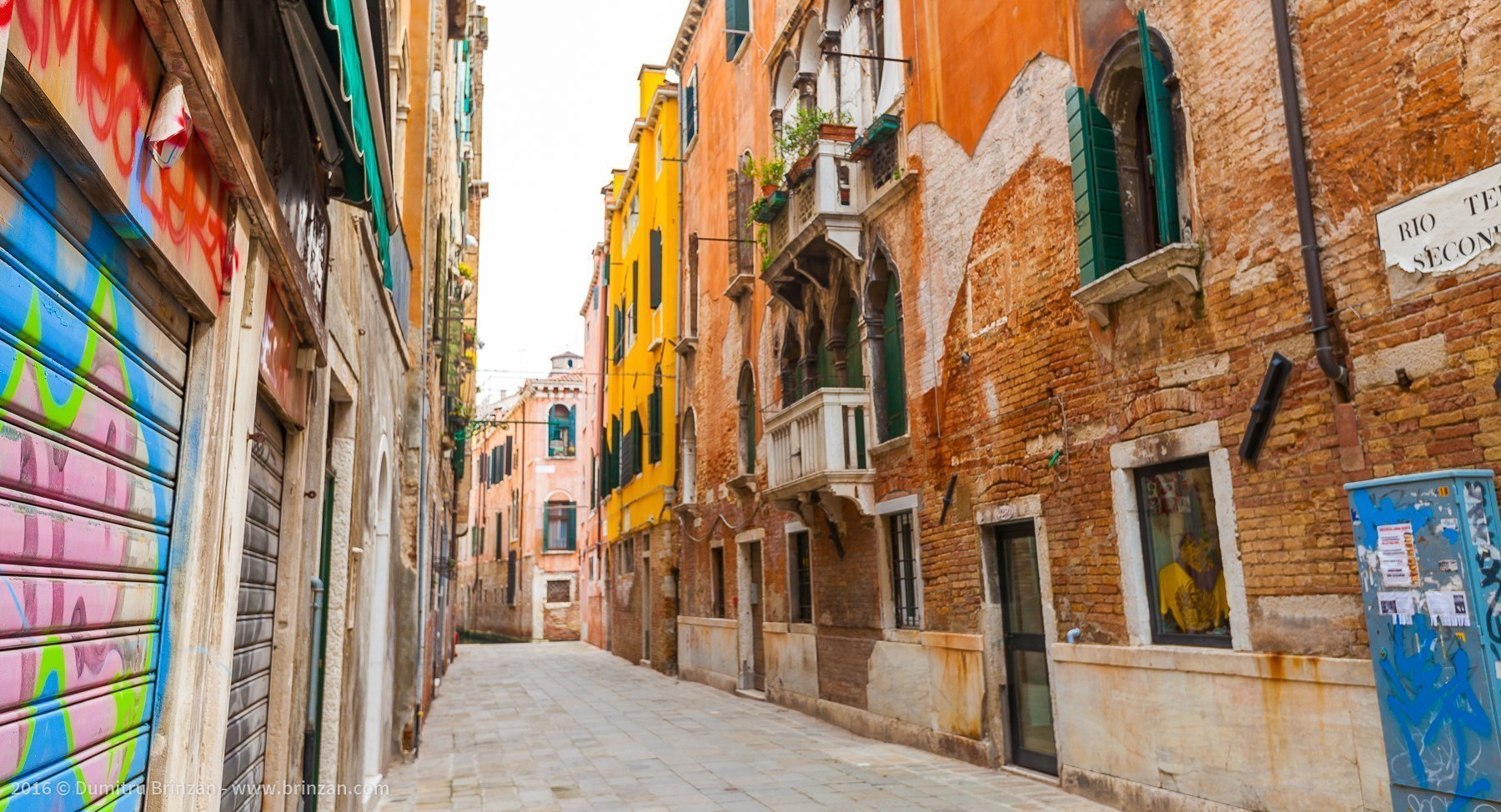 Just like other major Italian cities, Venice has a big problem with bad graffiti. Graffiti makes people feel unsafe.