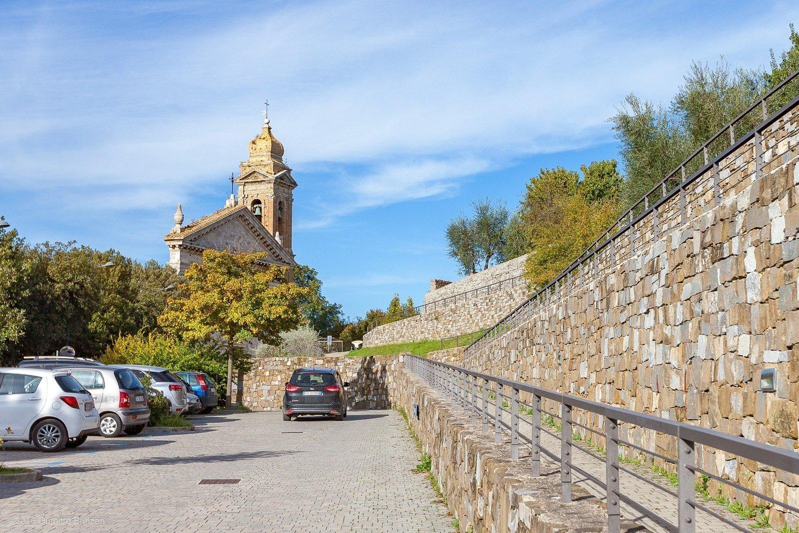 2016-montalcino-tuscany-italy-1-parking
