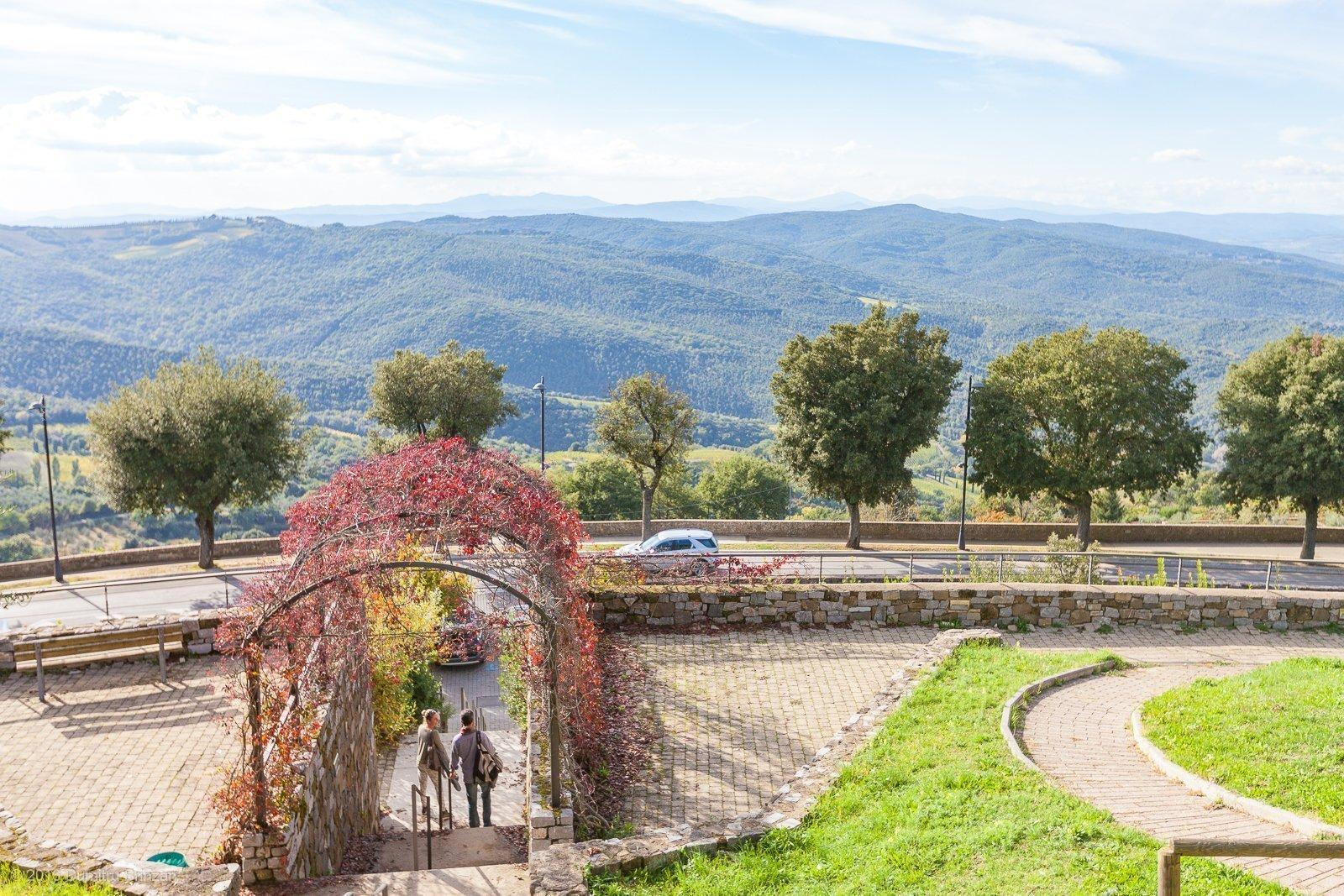 2016-montalcino-tuscany-italy-28-parking