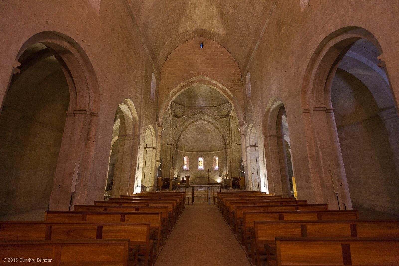 senanque-abbey-provence-france-12