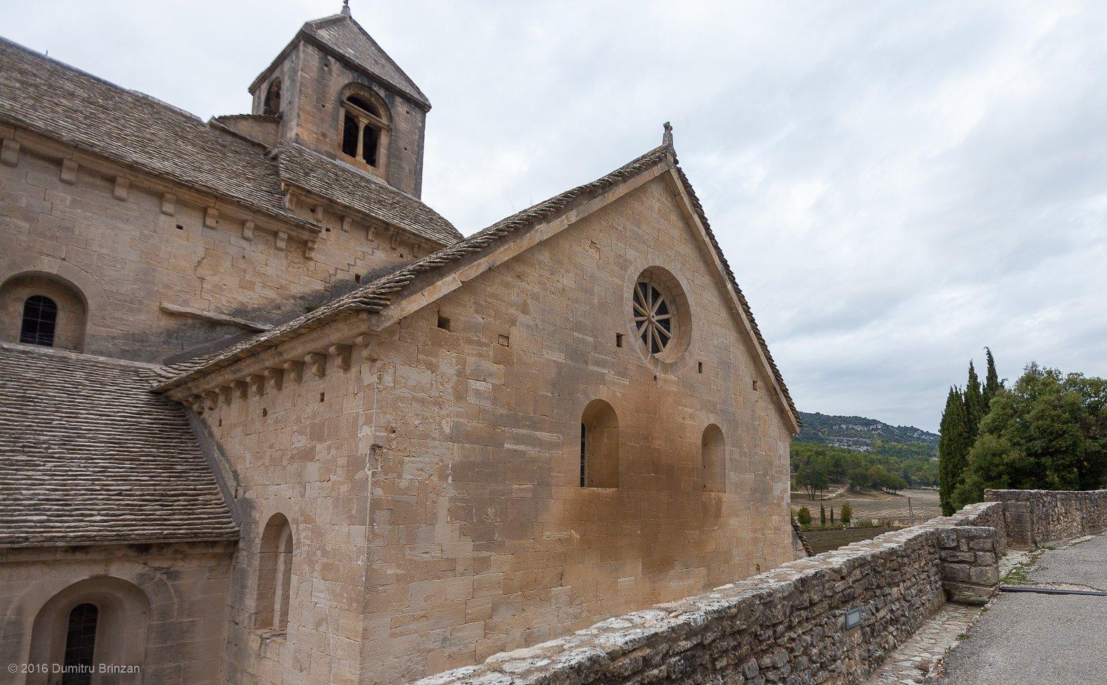 senanque-abbey-provence-france-15